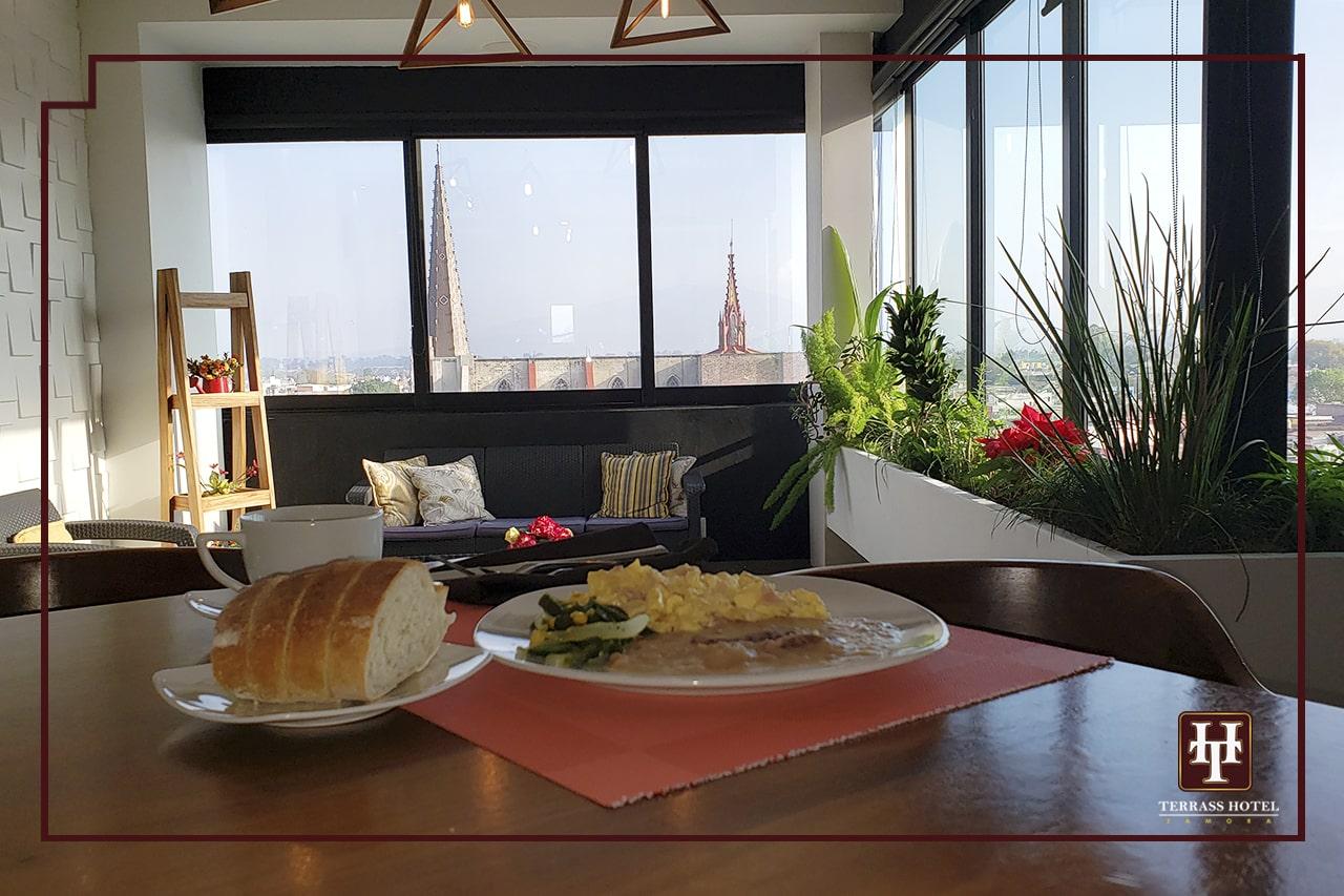 restaurante con desayuno buffet